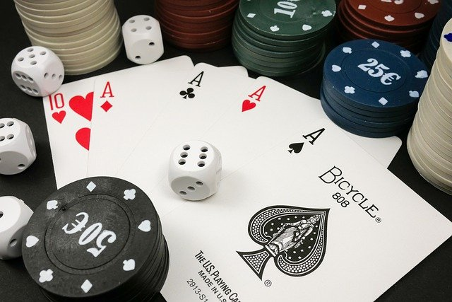 What are the benefits of playing real cash games on situs dominoqq?