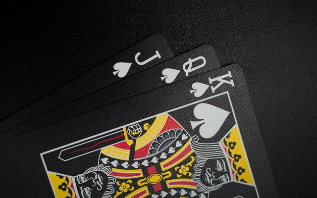 Which Risks Are Involved To Play Poker Online?